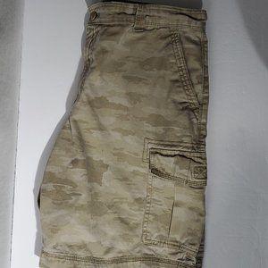 Izod Size 34 Beige Men's Cargo Shorts